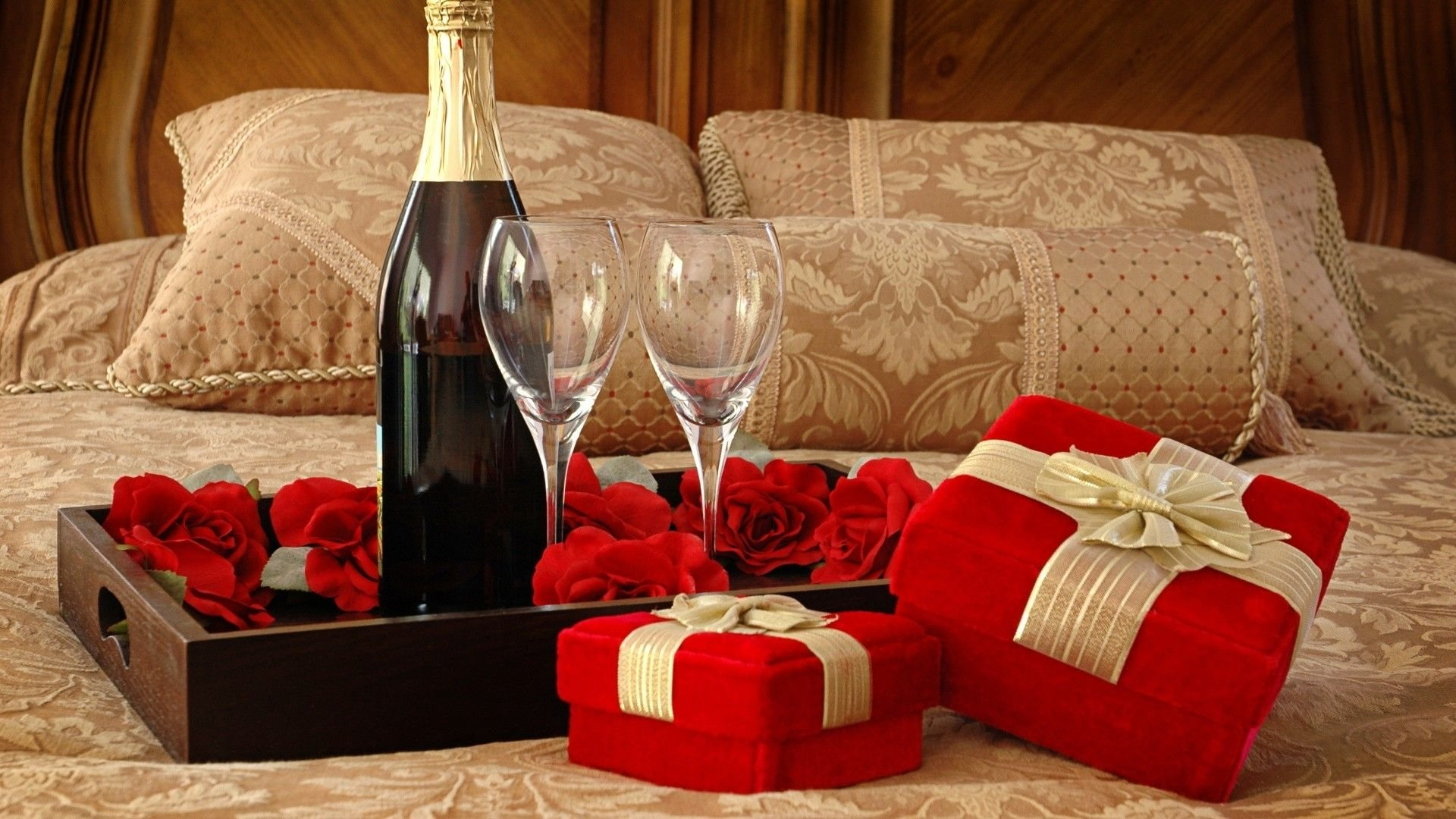 10 Best Romantic Birthday Gift Ideas Her romantic and inexpensive gift ideas for the women in your life 3
