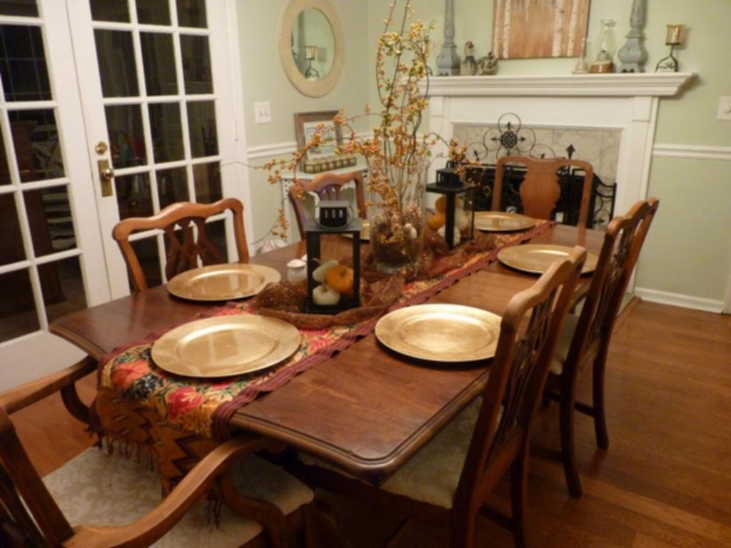 10 Fashionable Decorating Ideas For Dining Room round dining table decor ideas dining room table decorations ideas 3 2020