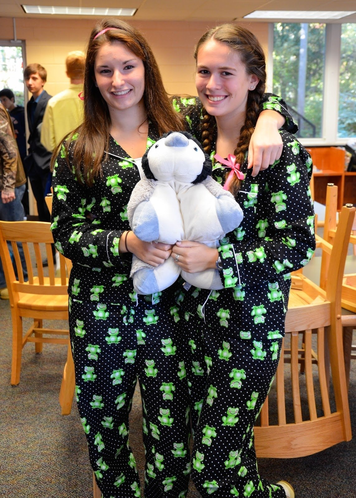 10 Lovable Cute Twin Day Ideas For Girls saints instyle november 2012 2020