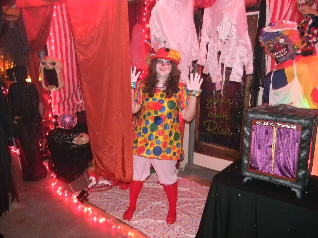 10 Spectacular Ideas For Haunted House Rooms scary clown haunted house ideas