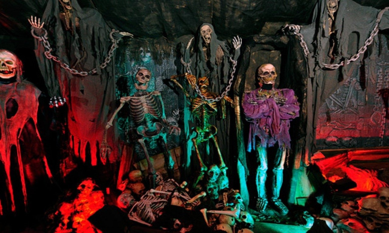 10 Stunning Scary Haunted House Room Ideas scary halloween ideas for haunted house 2021