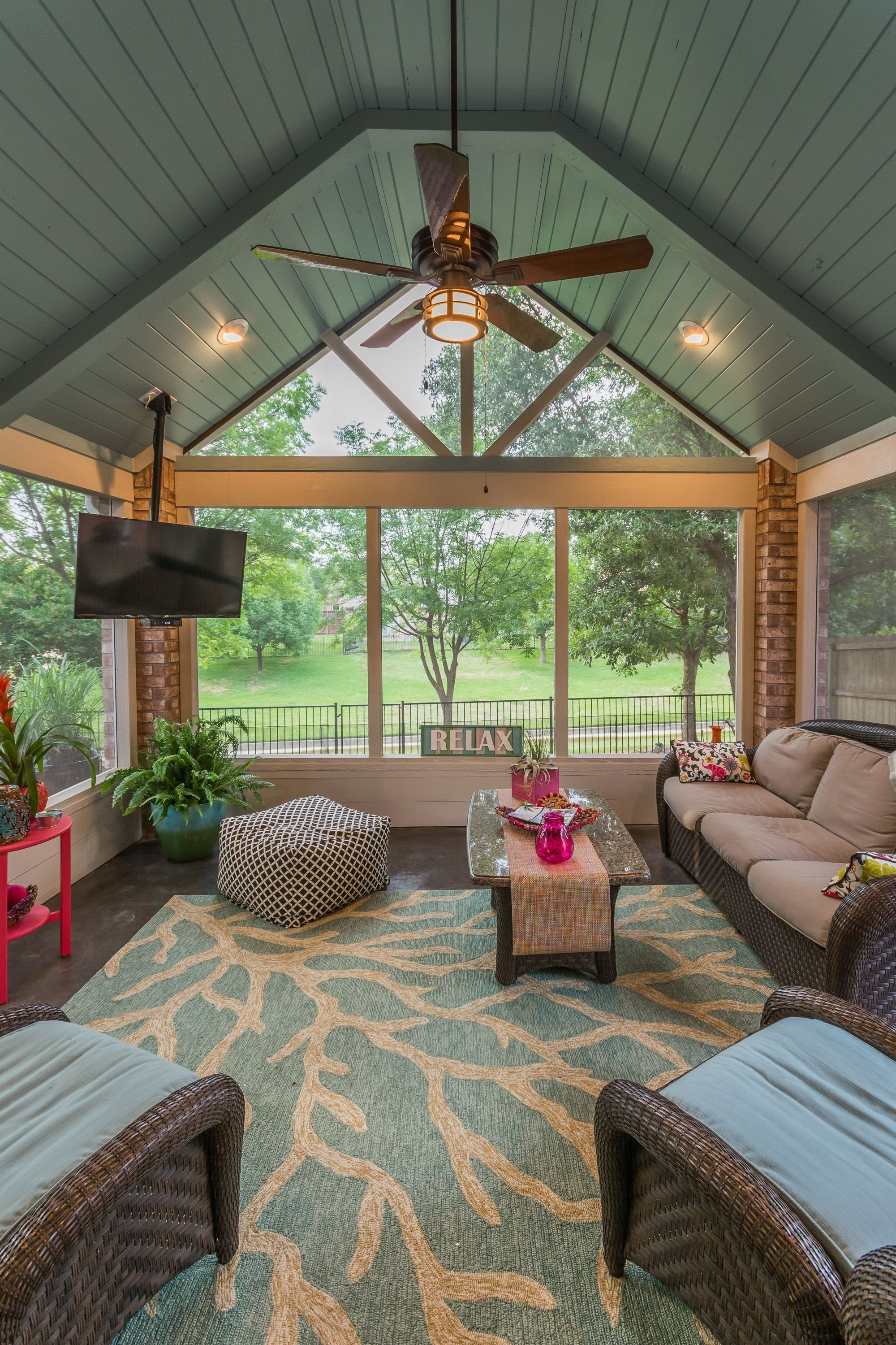 10 Perfect Screened In Patio Decorating Ideas