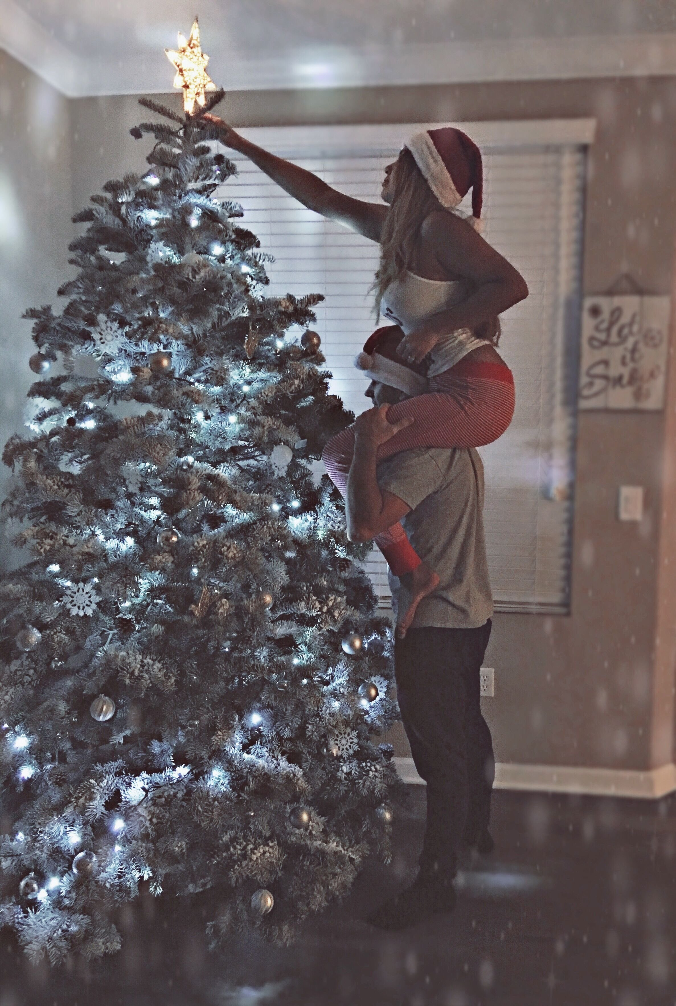 10 Most Recommended Cute Christmas Picture Ideas For Couples selenakulikovskiy danikkulikovskiy instagram couple goals photo 3 2020