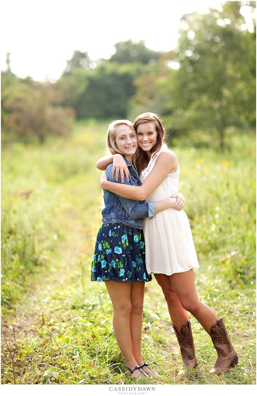 10 Stunning Best Friend Senior Picture Ideas seniors chillicothe columbus central ohio wedding portrait