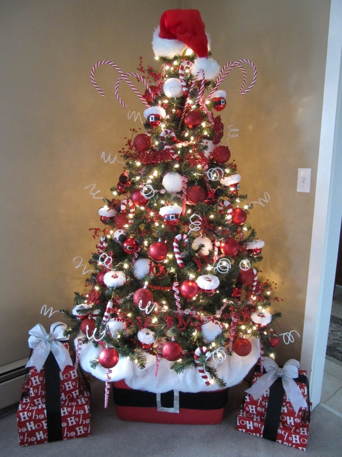 10 Unique Christmas Tree Decorating Ideas For 2012 sew many ways how to decorate a christmas tree 2020
