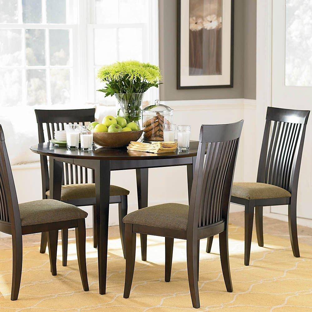10 Pretty Dining Room Table Centerpieces Ideas simple flower centerpiece ideas for dining tables decobizz 2020