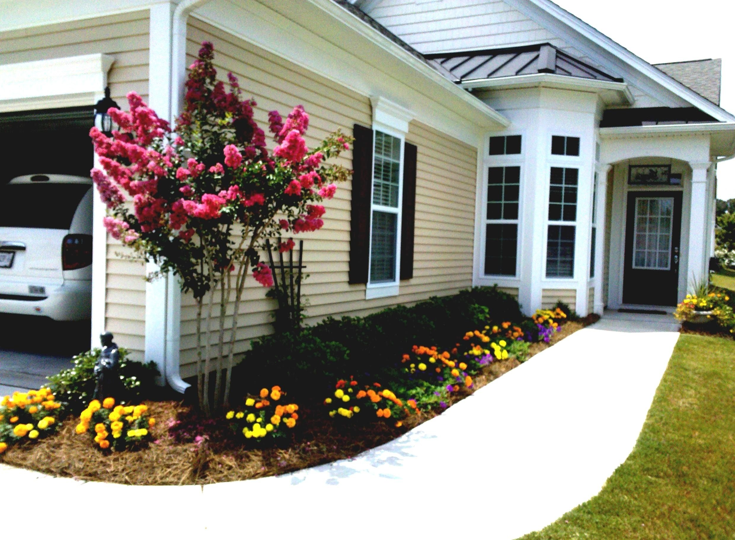 10 Stylish Simple Front Yard Landscaping Ideas On A Budget simple front yard landscaping on a budget the garden inspirations 2021