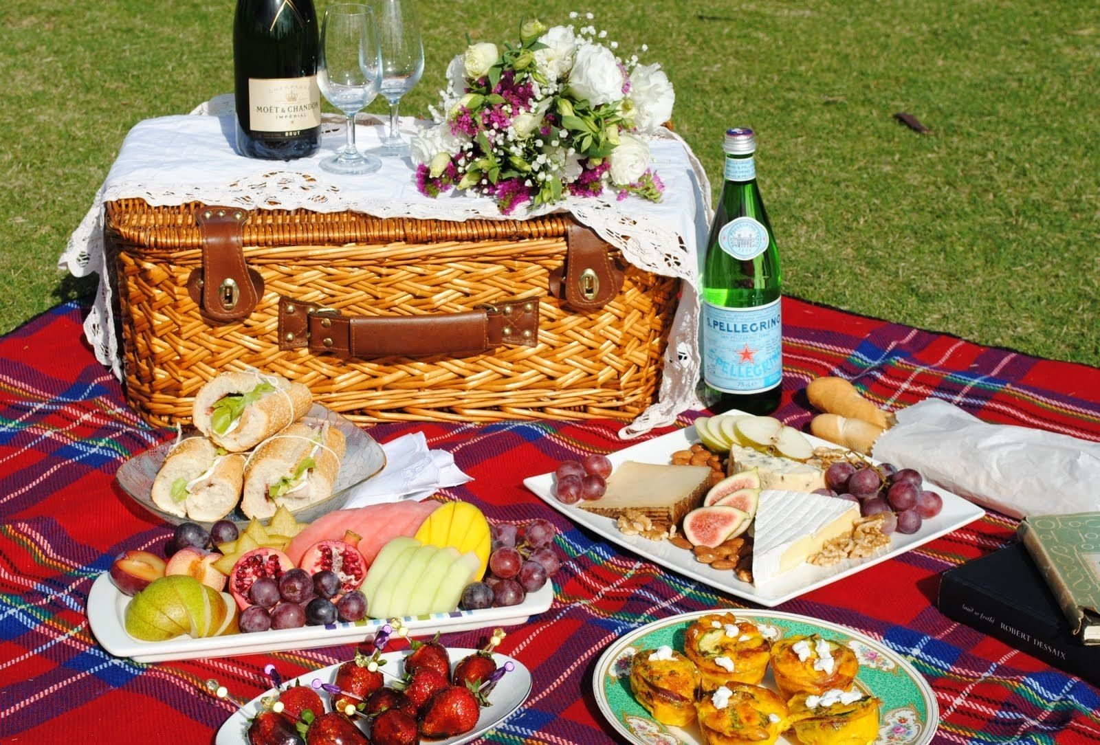 10 Gorgeous Picnic Food Ideas For Two simply delicious picnic fare food pinterest picnics romantic 1 2020