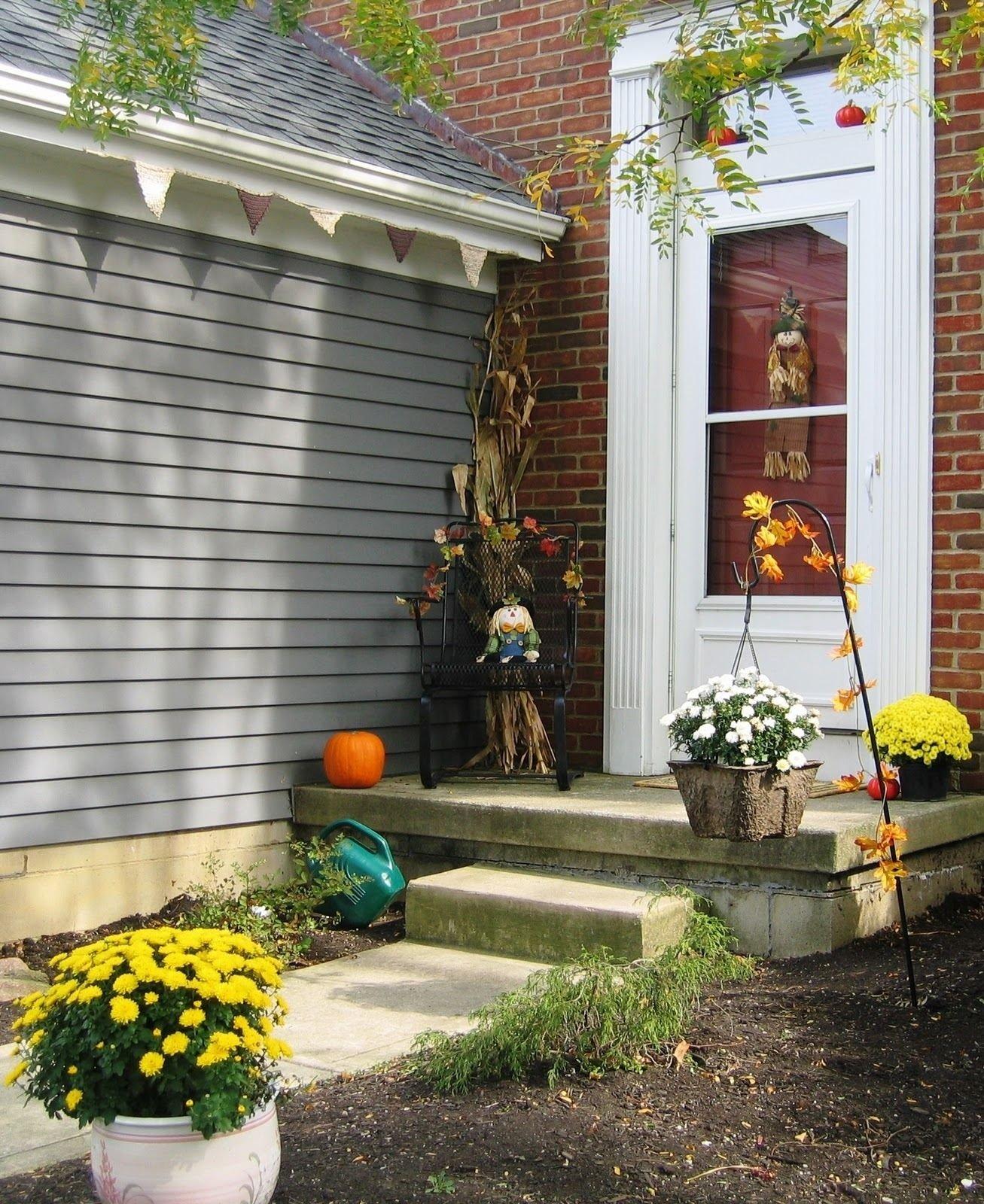 10 Elegant Small Front Porch Decorating Ideas small back porch ideas marvellous small front porch decorating 2021