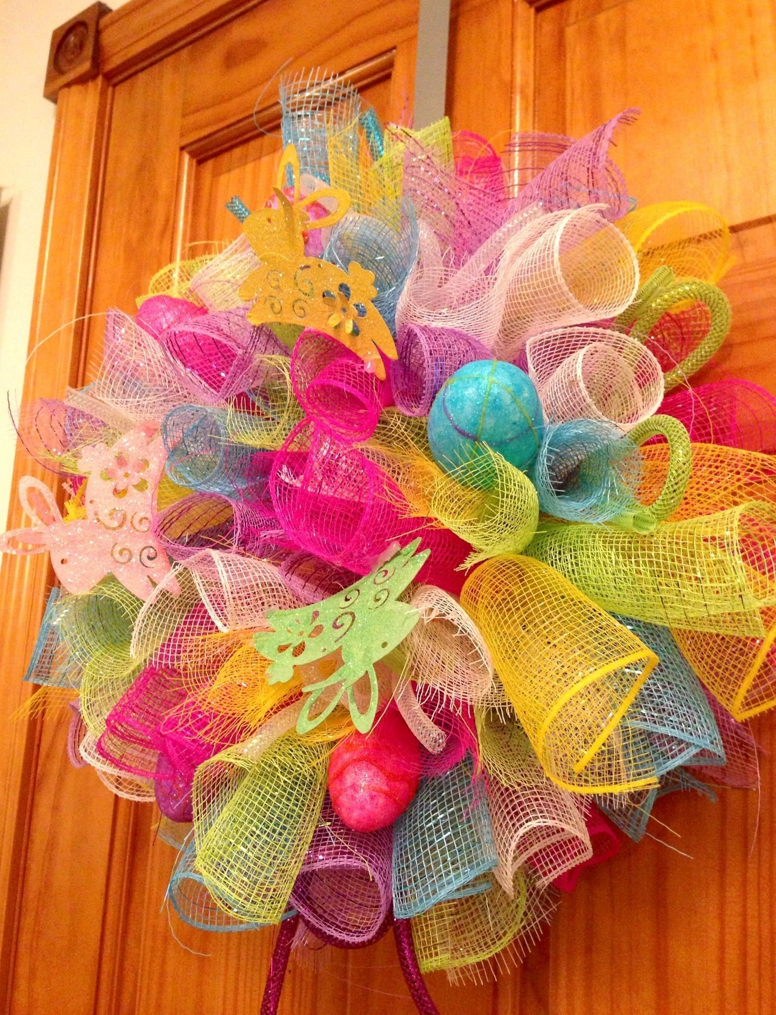 10 Cute Easter Deco Mesh Wreath Ideas small easter deco mesh wreath with bunnies eggs deco mesh