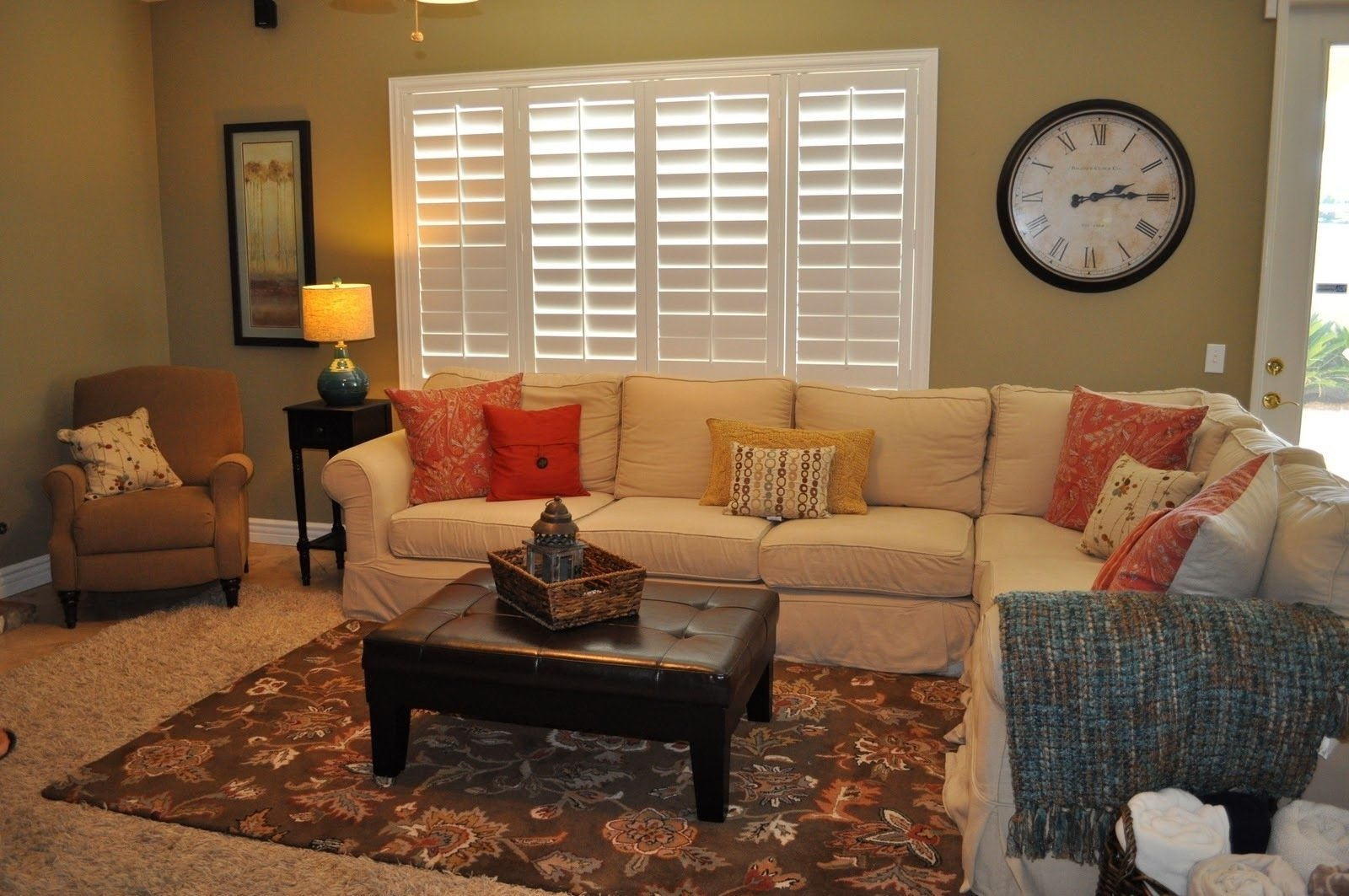 10 Lovable Decorating Ideas For Family Room small family room decorating ideas with carpet design and large wall 2021