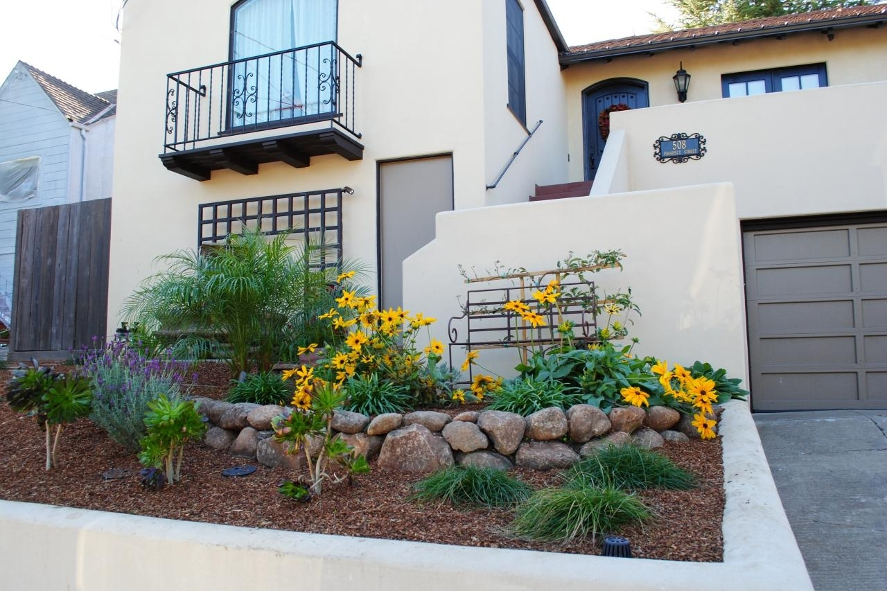 10 Wonderful Landscape Ideas For Small Front Yards %name 2020