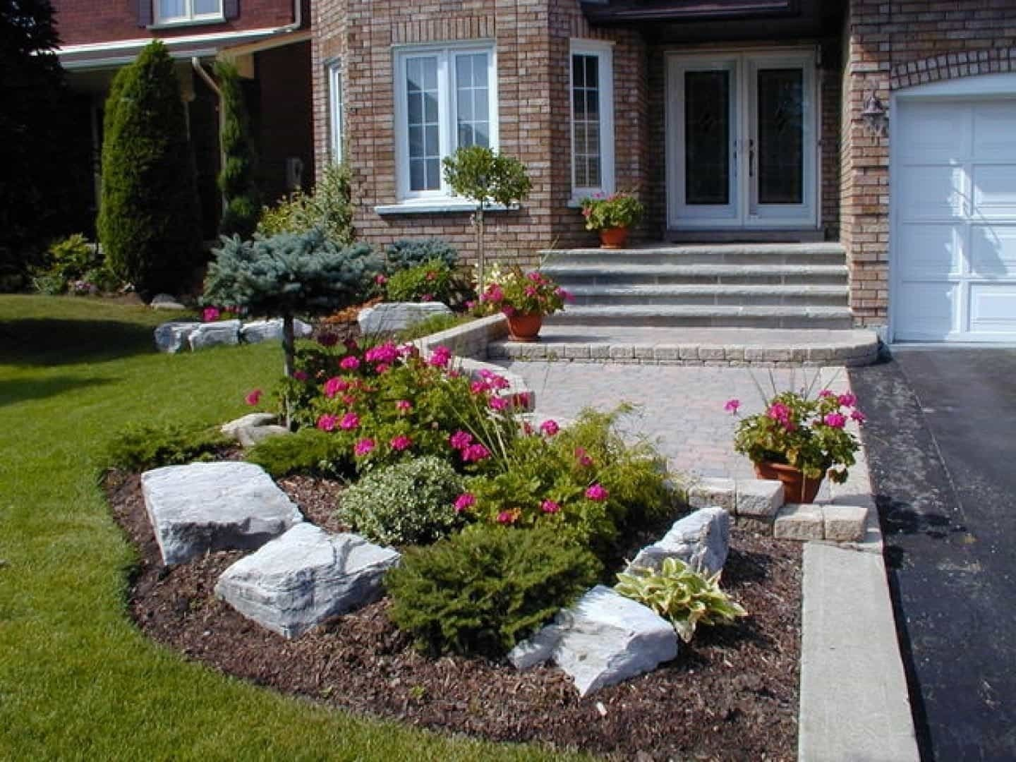 10 Wonderful Landscape Ideas For Small Front Yards small front yard with boulders and shrubs small front yard 2020