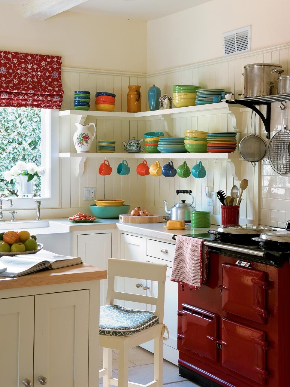 10 Fashionable Decorating Ideas For Small Kitchens %name 2020