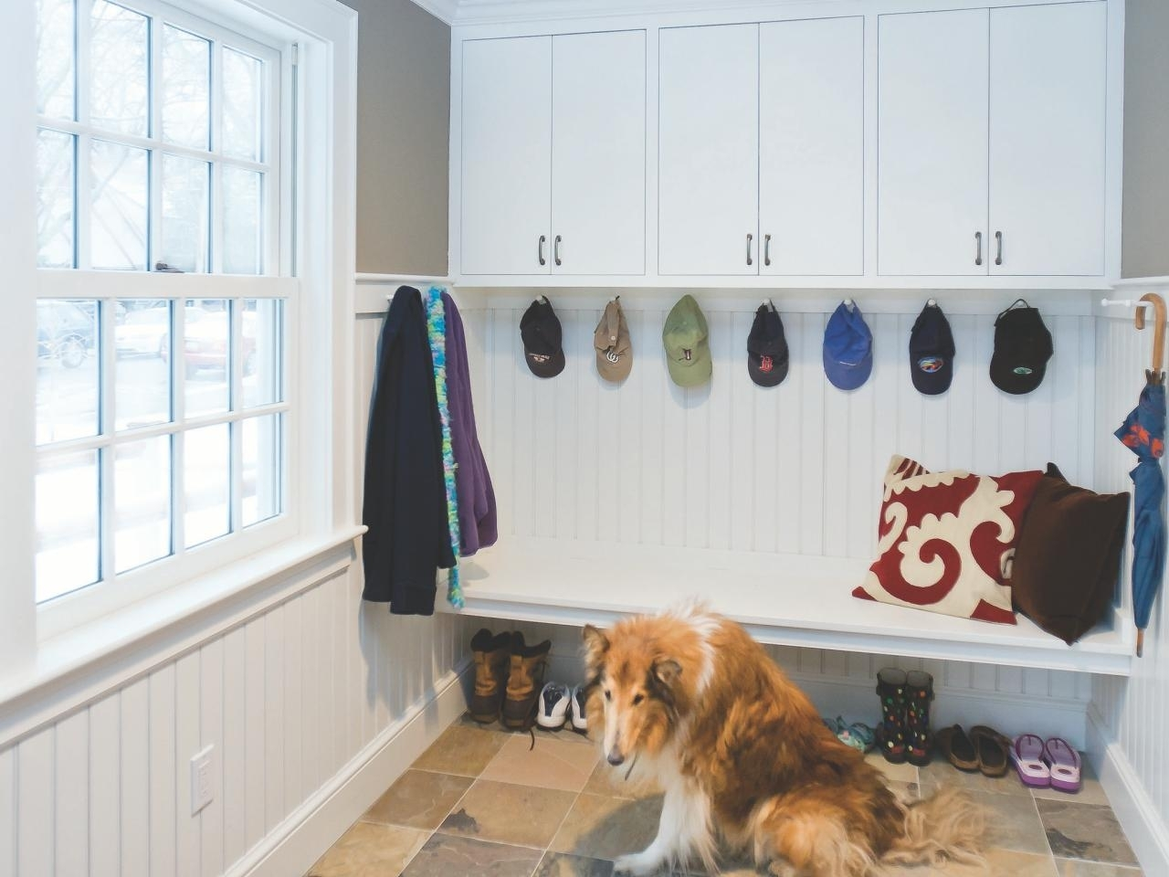 10 Great Mudroom Ideas For Small Spaces %name 2021