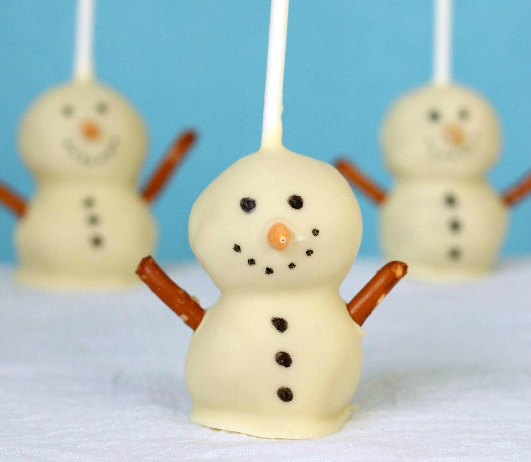10 Elegant Cake Pop Ideas For Christmas snowmen cake pops 2020