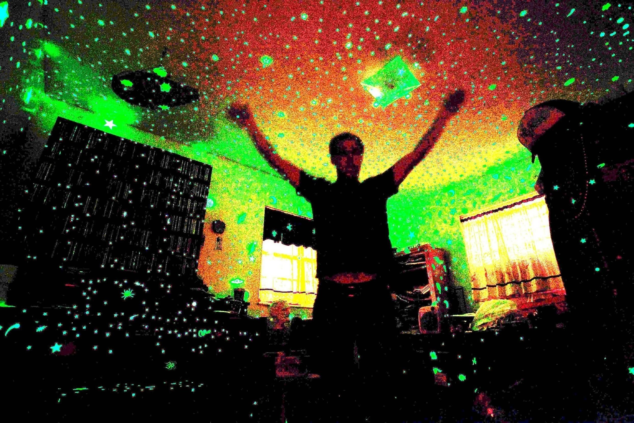 10 Stylish Glow In The Dark Room Ideas so cool glow in the dark room glow in the dark rooms 2020