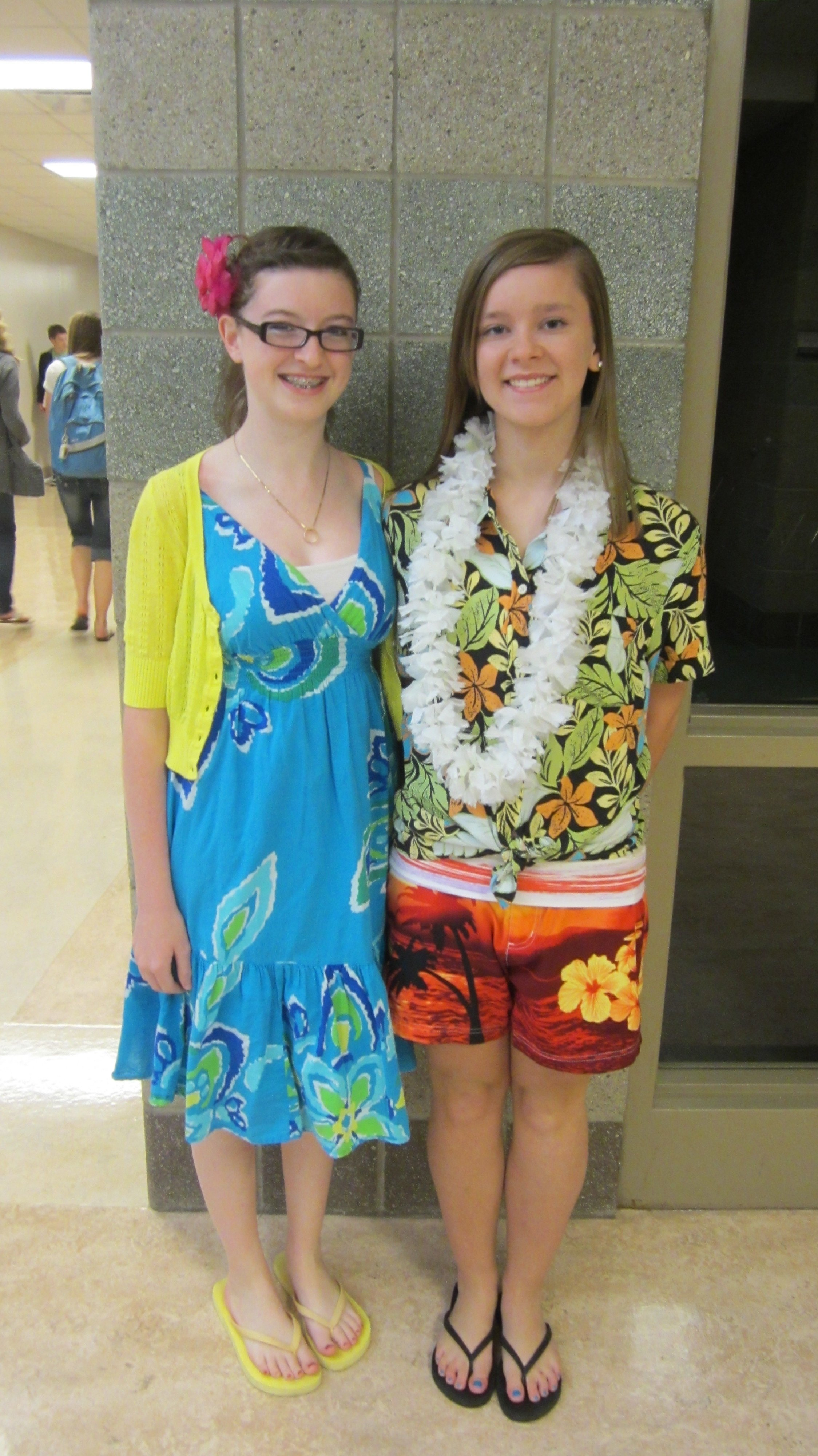 10 Spectacular Twin Day Dress Up Ideas spirit week hawaiian day the bagpiper 2 2020