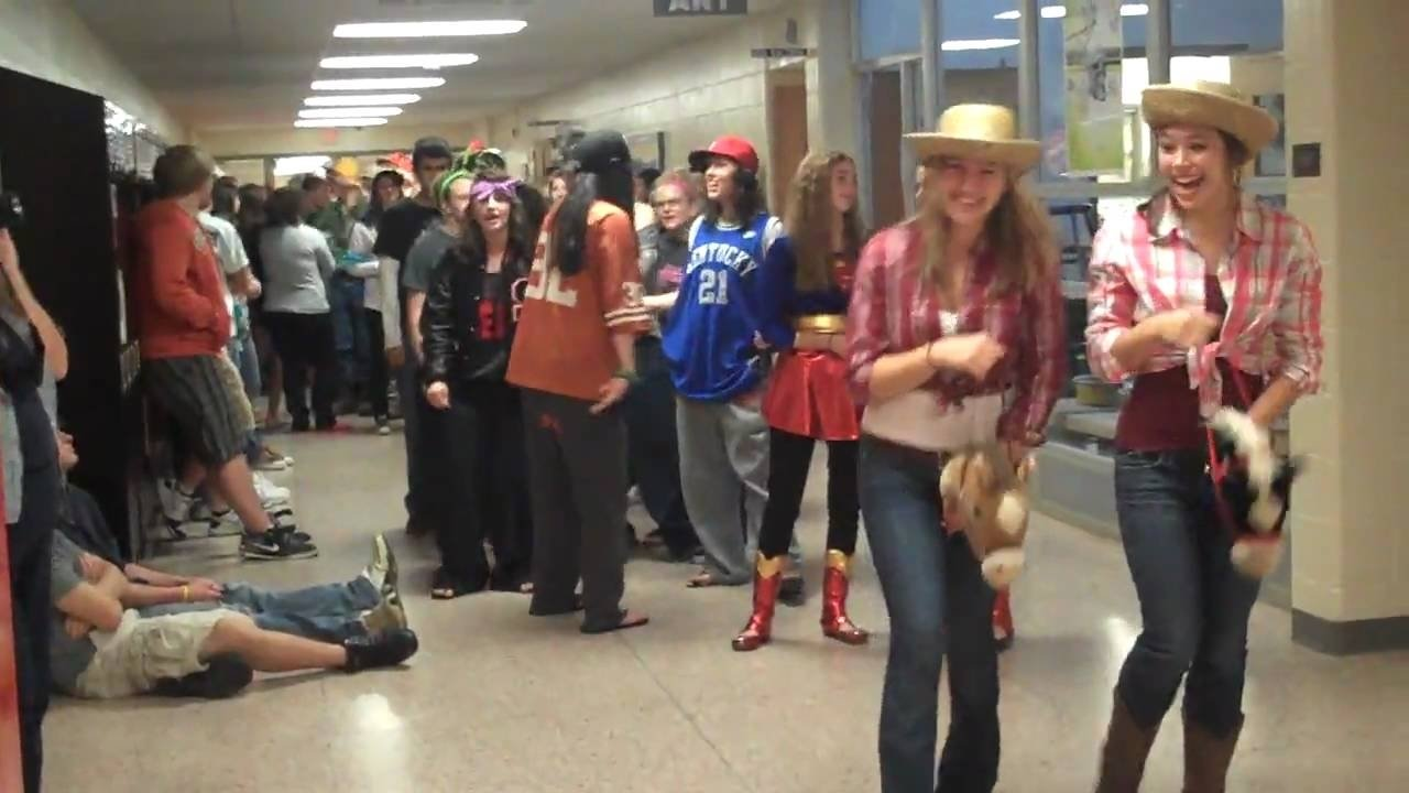 10 Attractive Ideas For Twin Day At School sturgis high school homecoming twin day youtube 1