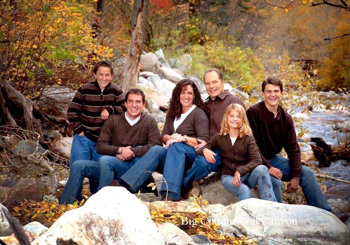 10 Awesome Large Family Photo Clothing Ideas summer large family portrait clothing ideas 125 photos to 2021