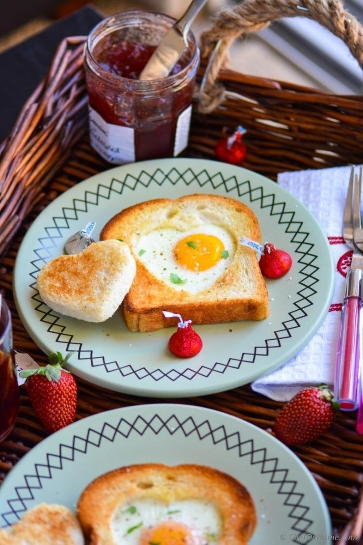 sunny side up egg-heart toasts for valentine's day breakfast recipe