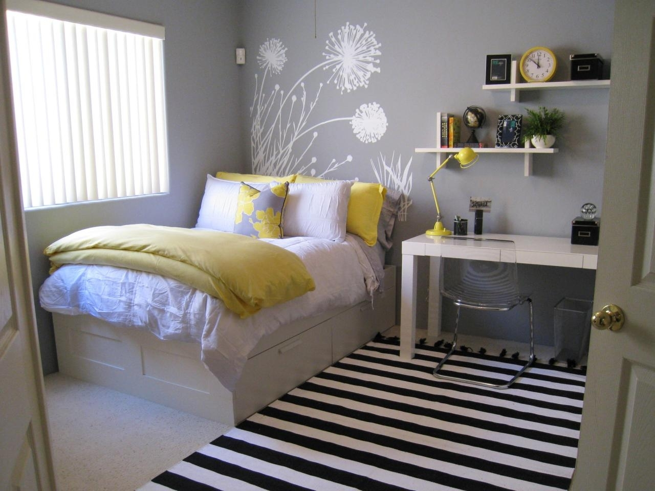 10 Attractive Yellow And Gray Bedroom Ideas %name 2020