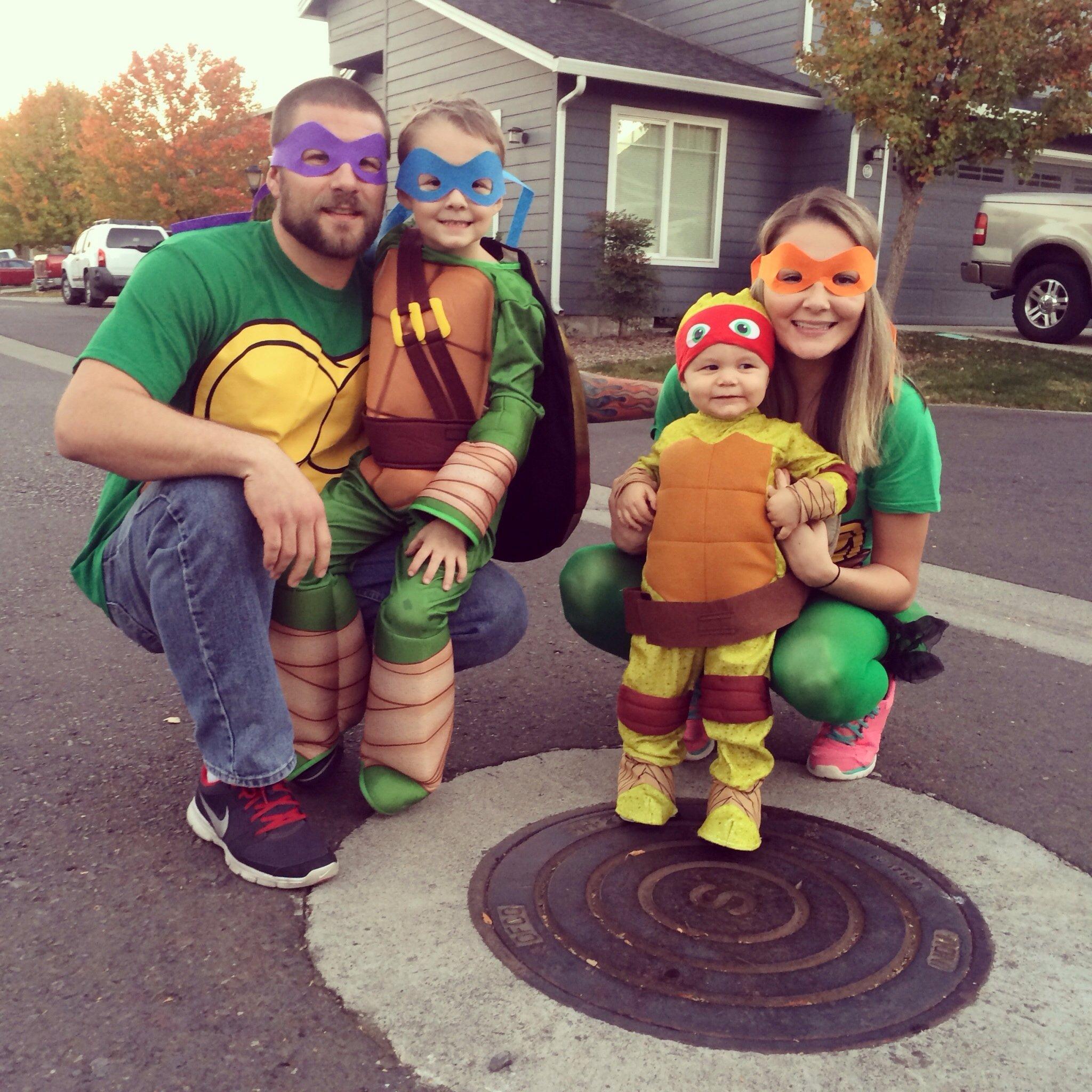 10 Unique Teenage Mutant Ninja Turtles Costume Ideas teenage mutant ninja turtle family costume halloween pinterest 2021