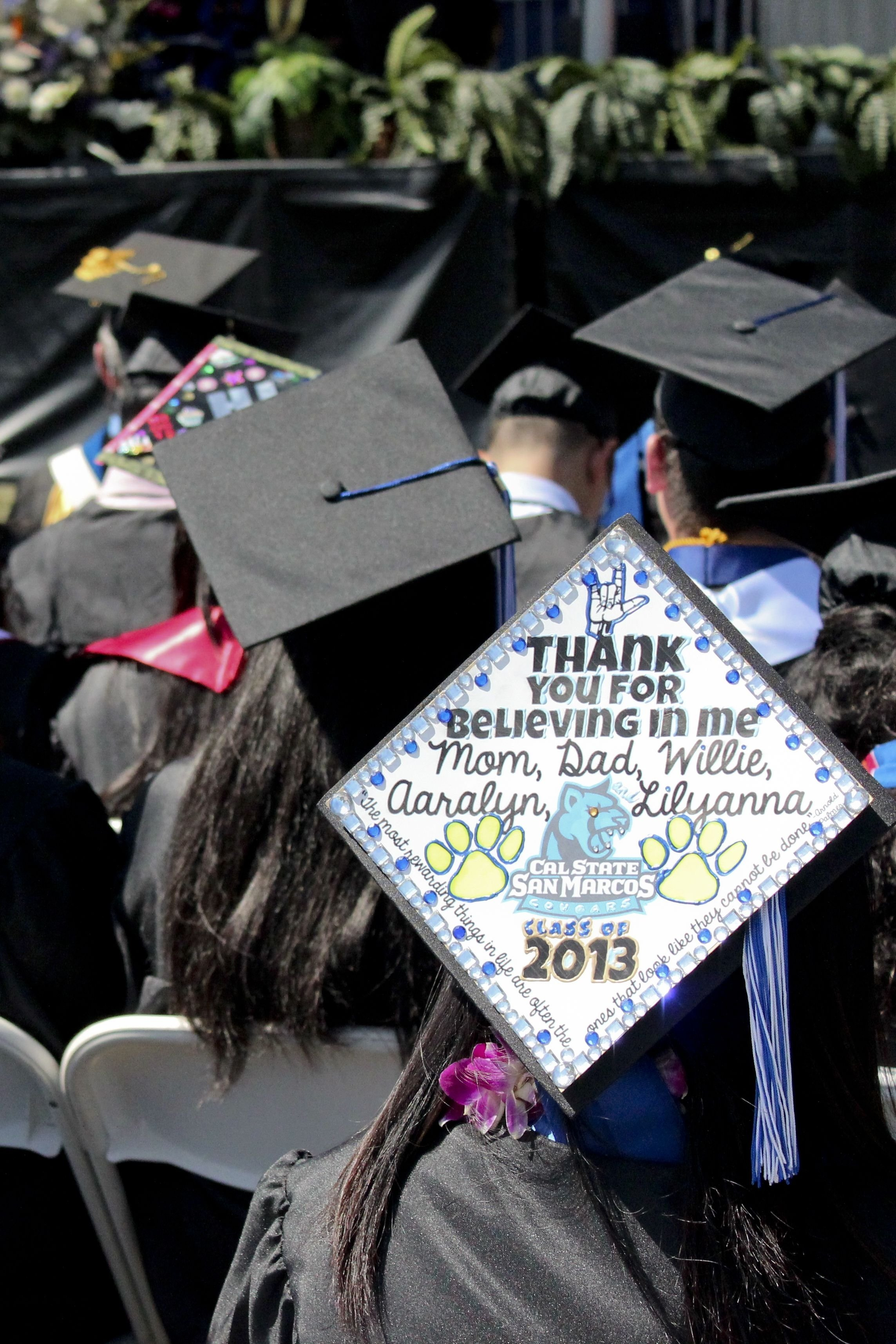 10 Lovable Cap And Gown Decoration Ideas