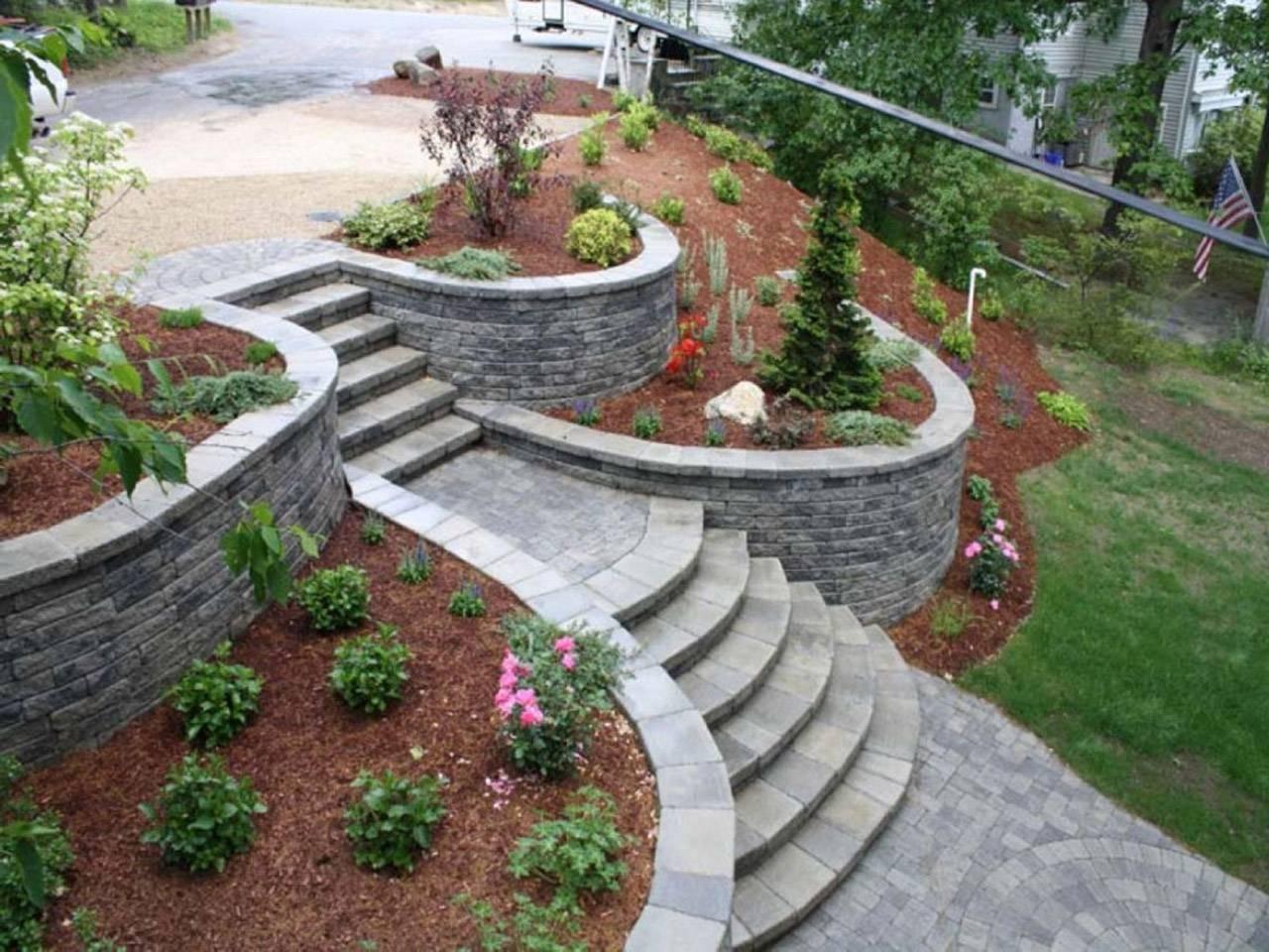 10 Stylish Landscaping Ideas For A Sloped Backyard 2019