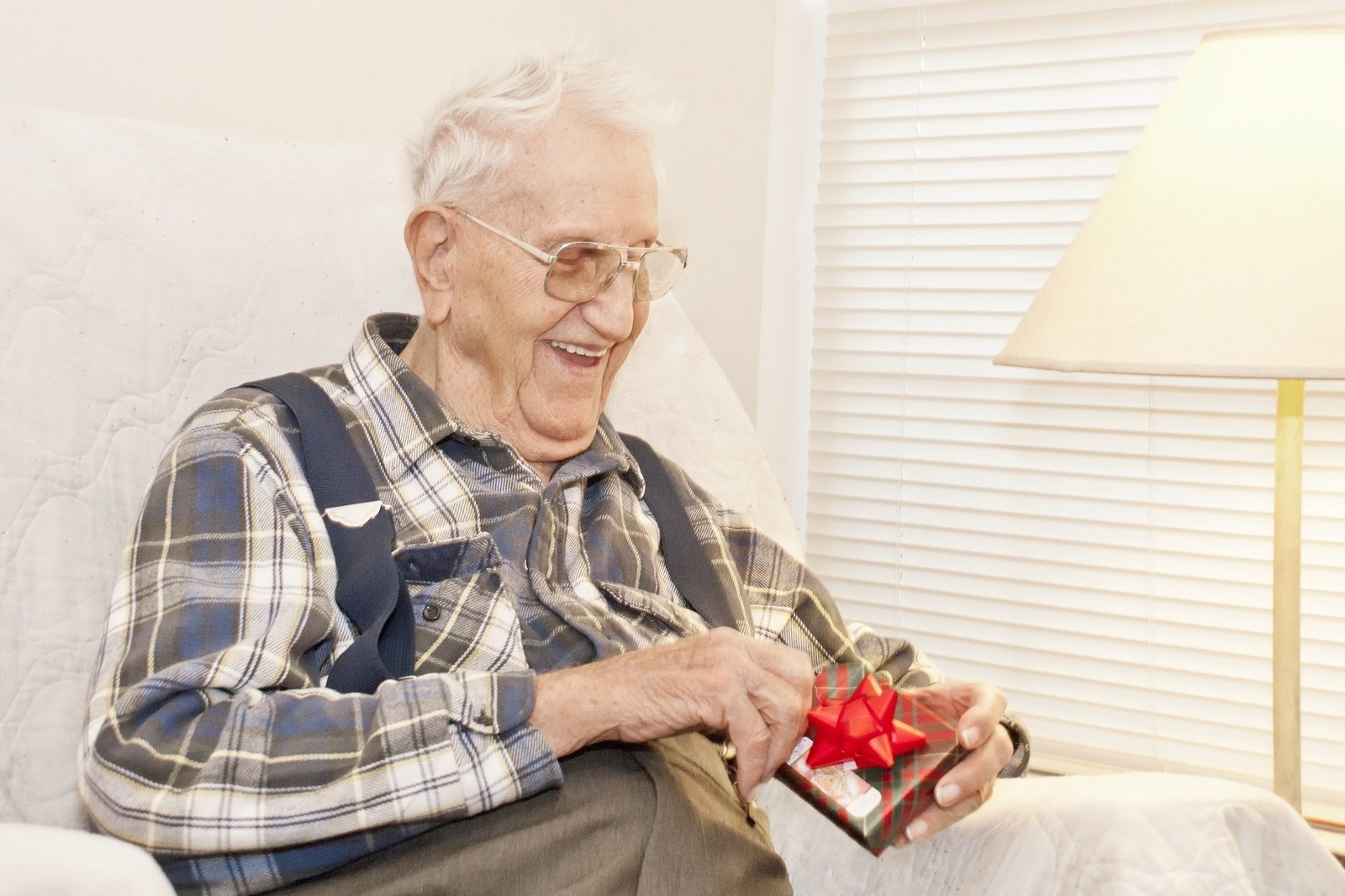 the best gifts for seniors in assisted living | asc blog