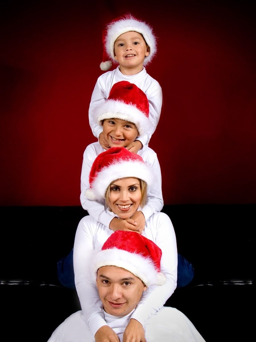 10 Fabulous Unique Family Christmas Photo Ideas the smells of christmasthe smells of childhood daddyhood