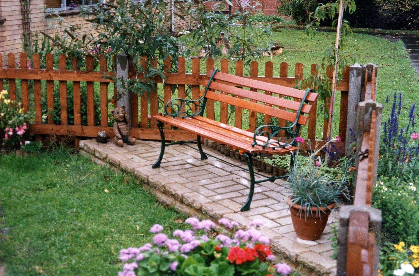 10 Pretty Home And Garden Decorating Ideas tips for decorating garden decoration ideas 2021