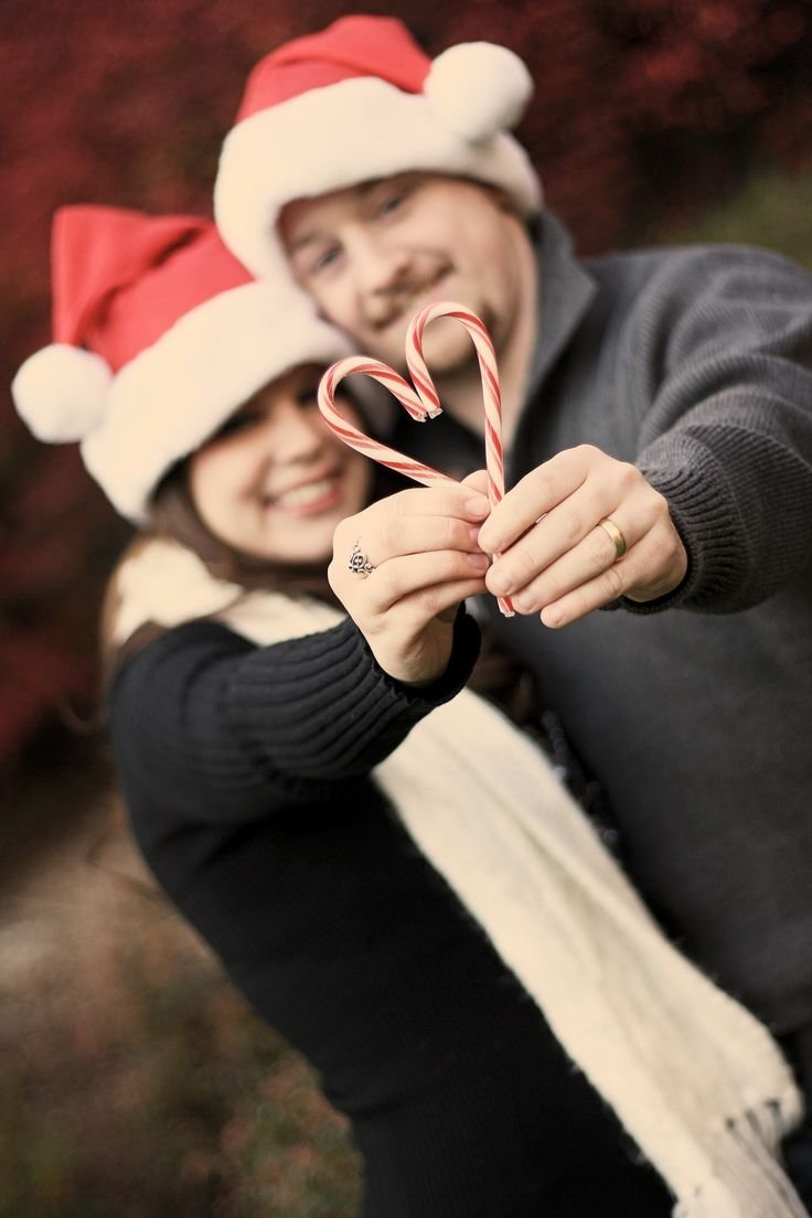 10 Wonderful Cute Couple Christmas Picture Ideas top 18 creative christmas picture designs for couples photography 2020