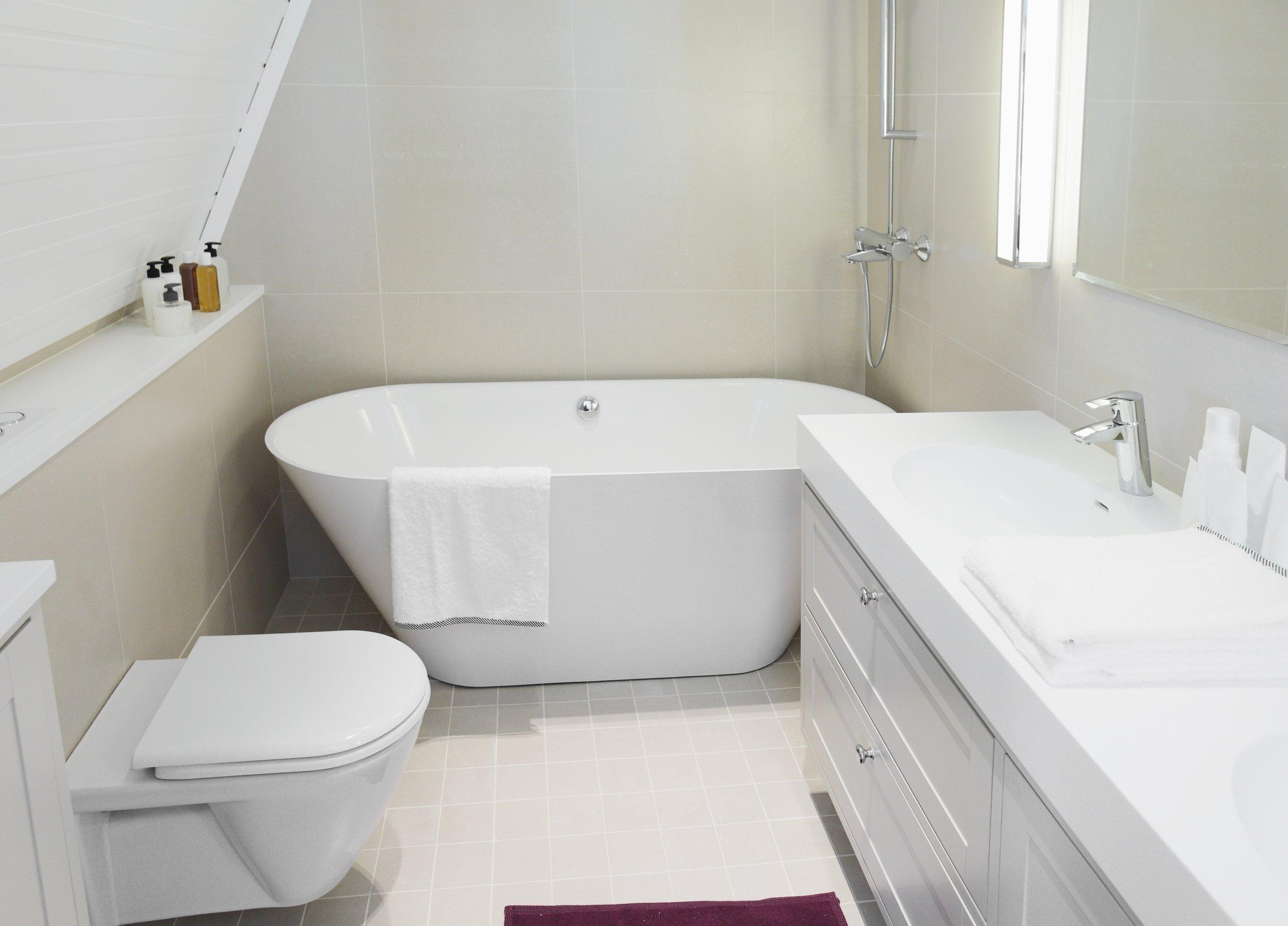 10 Amazing Bathtub Ideas For A Small Bathroom top bathtub ideas for a small bathroom with bright ideas small 2020