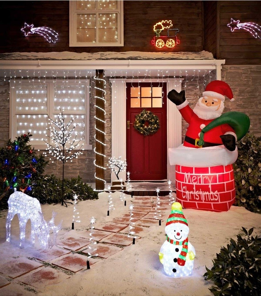 10 Lovable Outdoor Decorating Ideas For Christmas traditional outdoor christmas decoration ideas near westend news