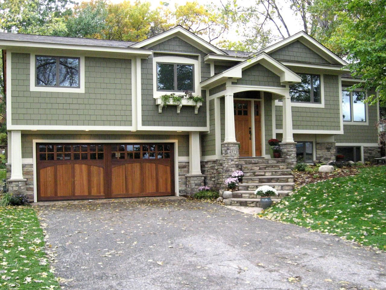 10 Awesome Landscaping Ideas For Split Level Homes tri level homes split level homes with front porches exteriors 2020