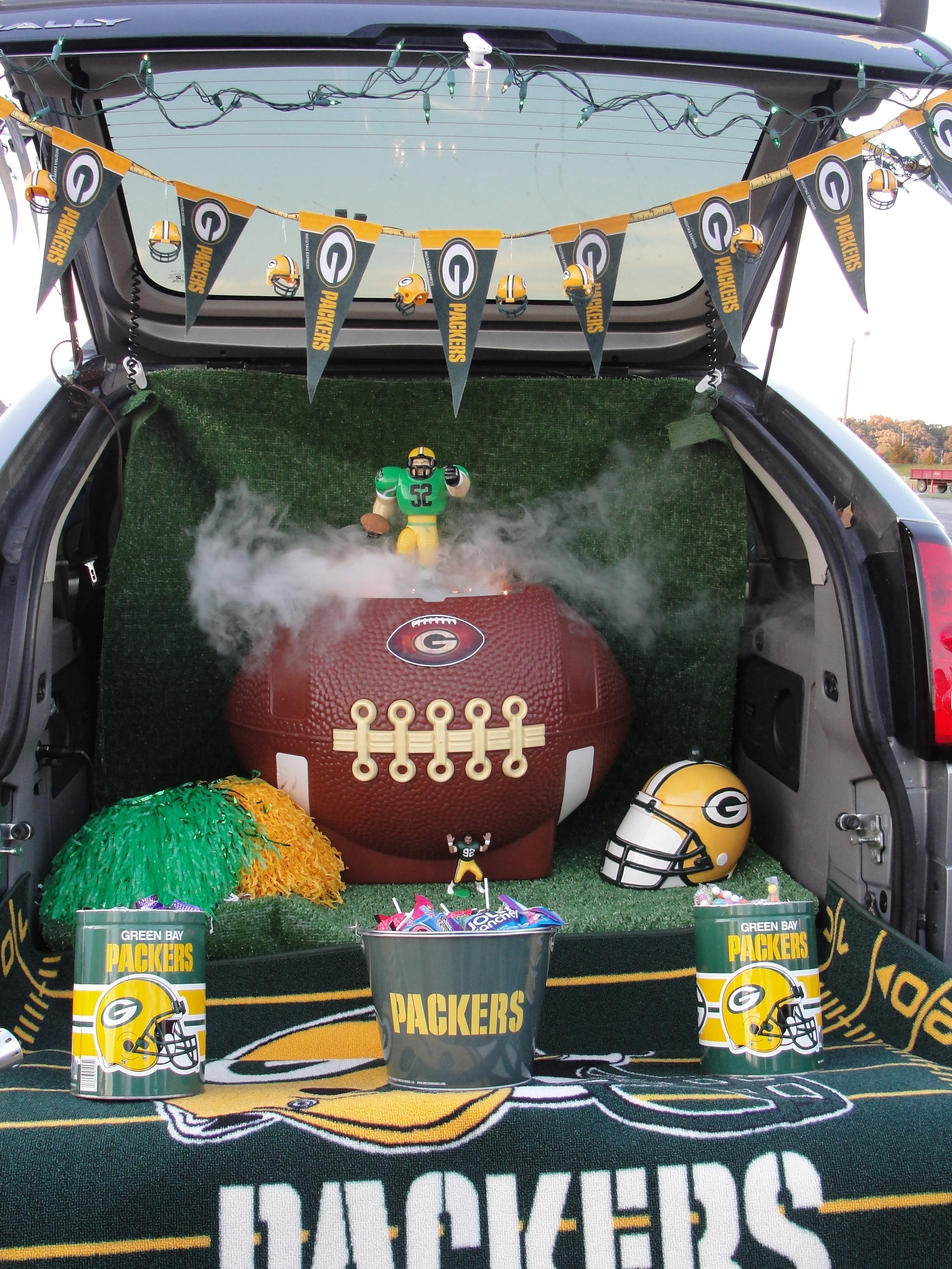 10 Unique Ideas For Trunk Or Treat At Church trunk or treat football theme love my packers party ideas 1