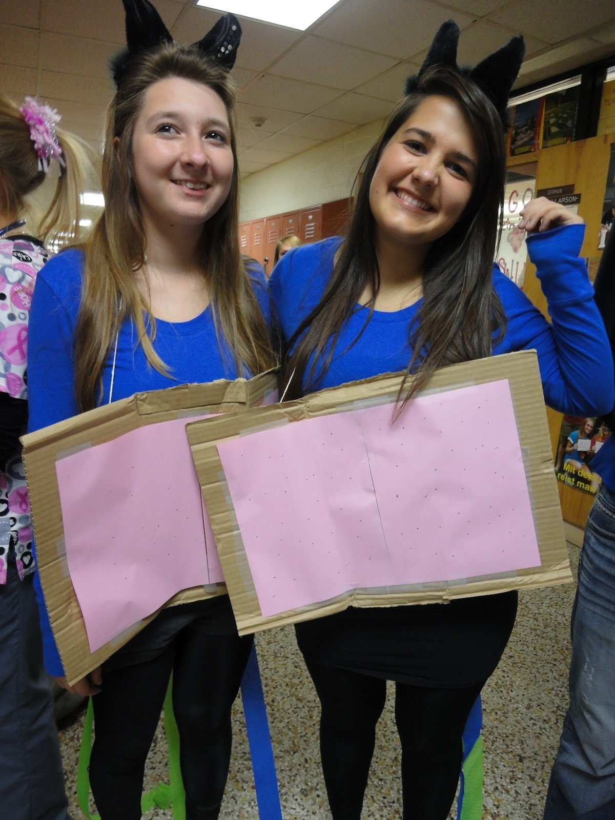 10 Pretty Cute Ideas For Twin Day At School twin day homecoming ideas creatopliste