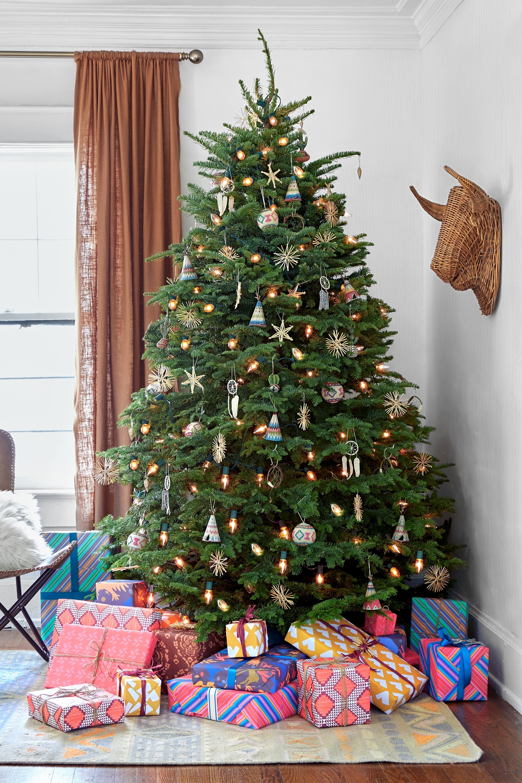 10 Pretty Unique Christmas Tree Decorating Ideas unique christmas tree decorating themes fun for christmas