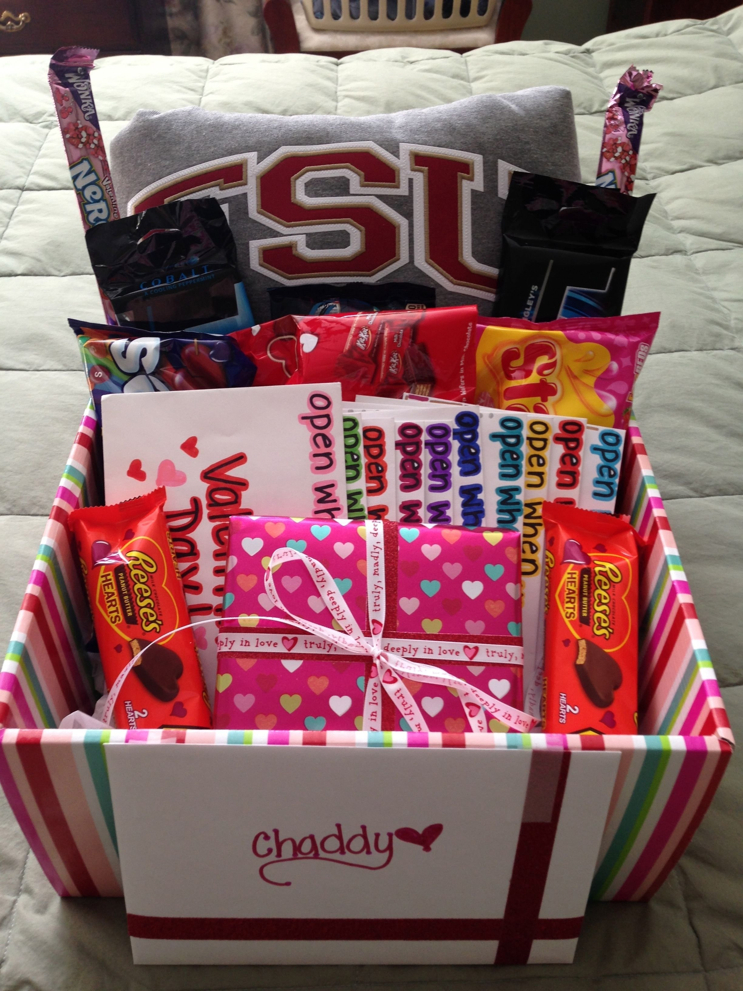10 Lovely Cute Gift Ideas For Boyfriends valentines day gift for him valentines day gift basket open when 6 2021