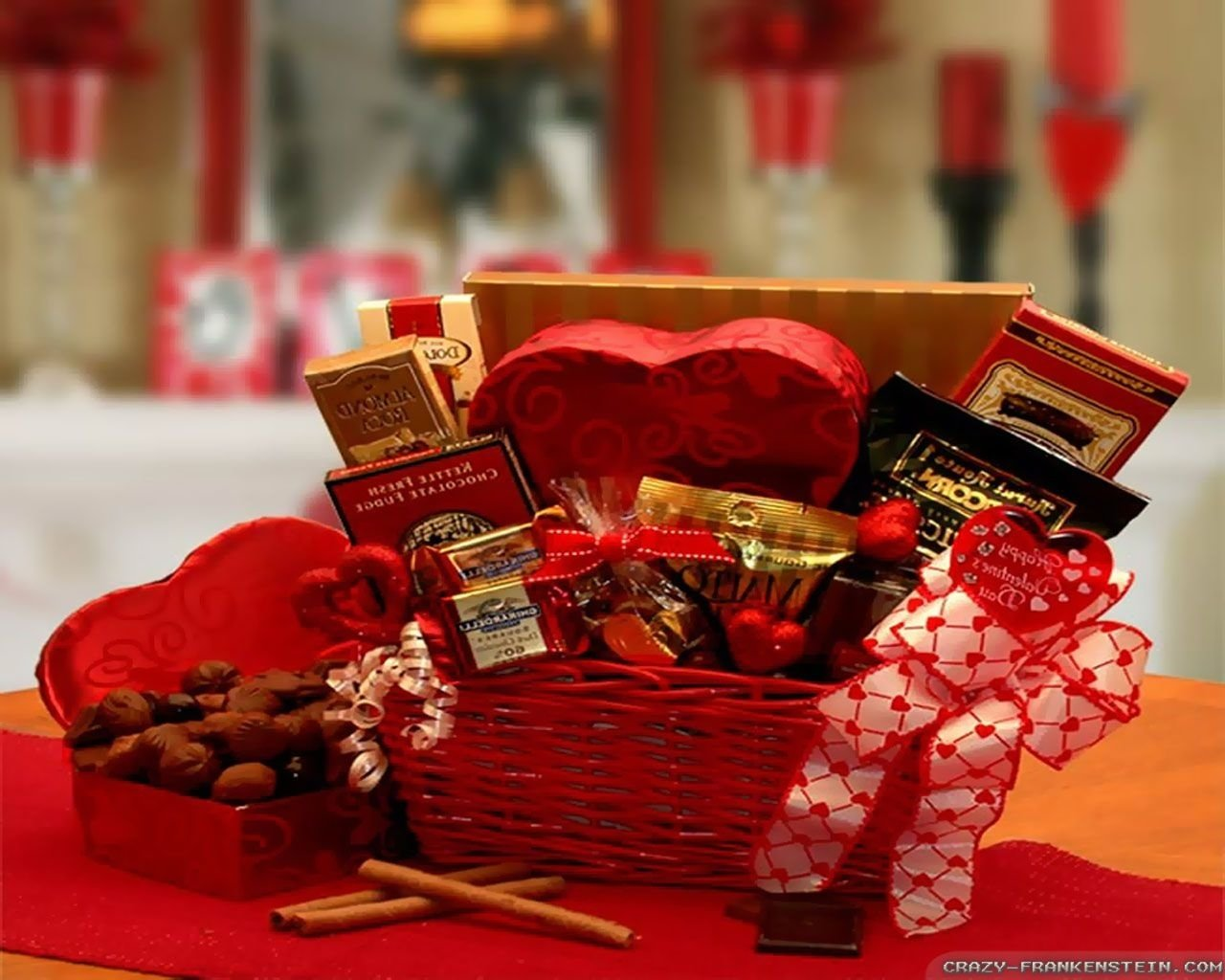 10 Attractive Romantic Gifts Ideas For Her valentinesdayideas valentines day gift ideas 2014 gift for 2021