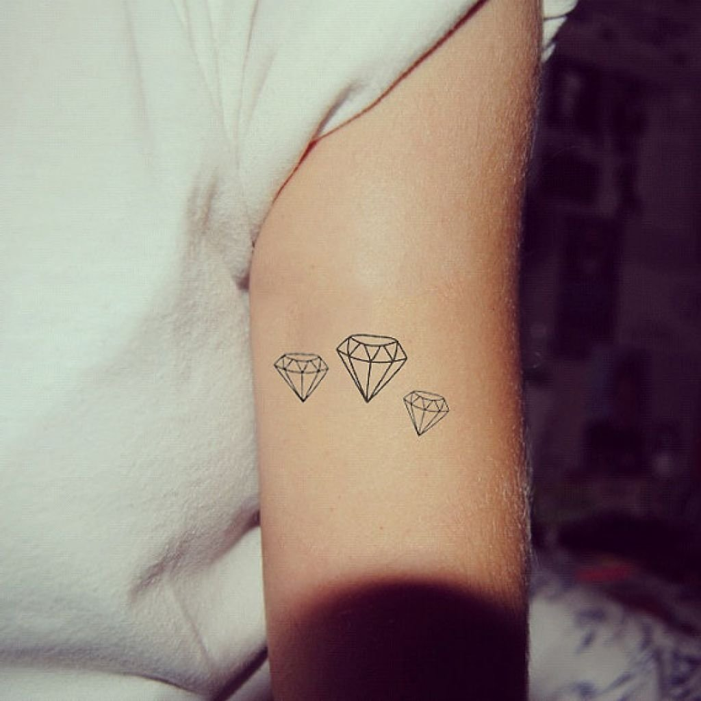 10 Elegant Small Tattoo Ideas For Girls various cute small tattoos tumblr tattoo body art picture 1