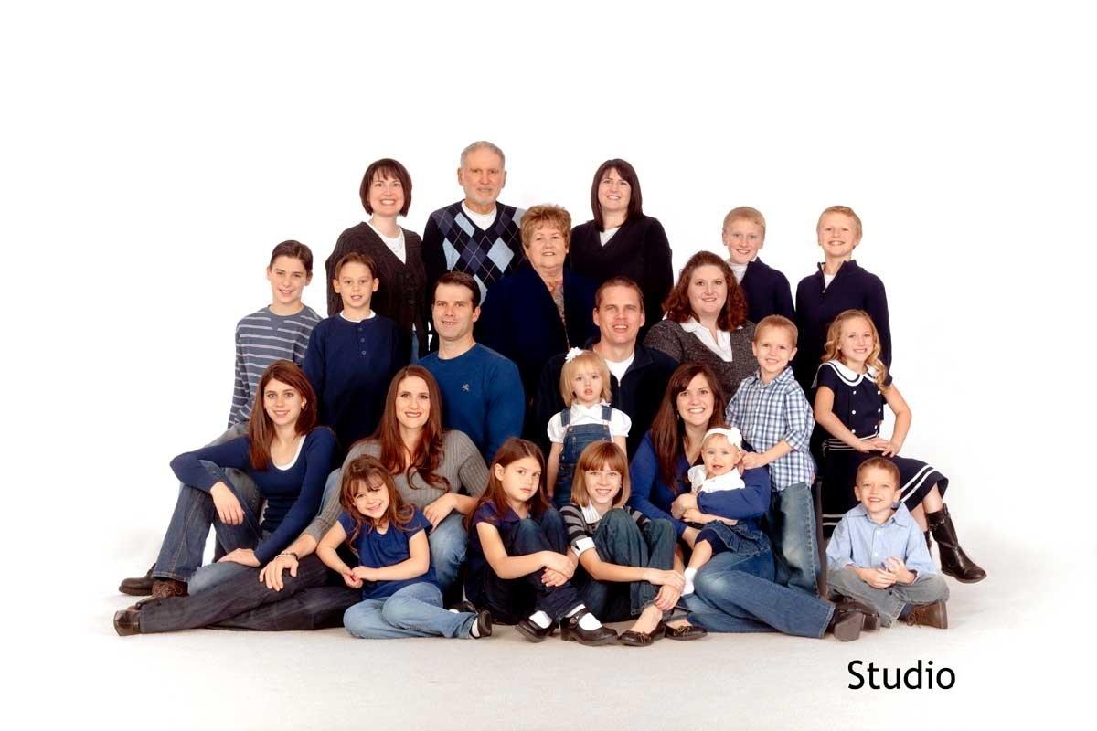 10 Awesome Large Family Photo Clothing Ideas viewing gallery for large family picture ideas family photos 2021