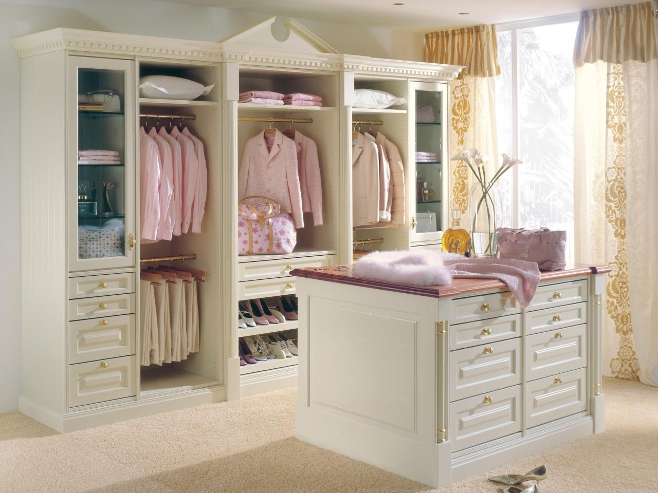 10 Awesome Ideas For Walk In Closets %name 2020