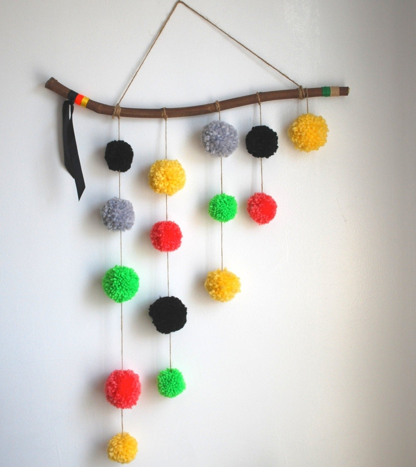 10 Attractive Ideas For Hanging Pictures On Walls wall arts art hanging ideas and do it yourself teen amazon 2020