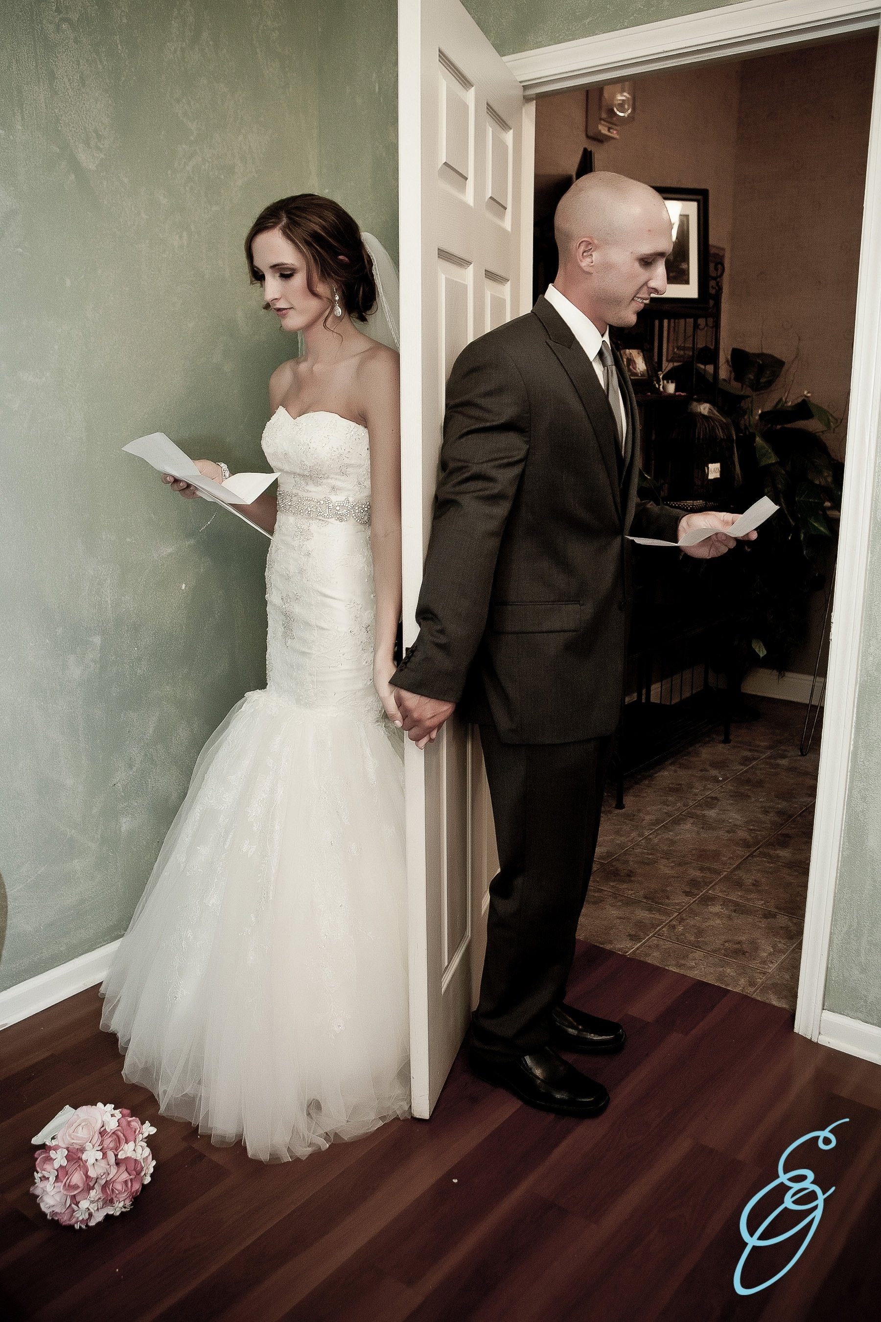 10 Attractive Bride And Groom Photo Ideas wedding photo bride groom door hold hands letter to bride groom 2020