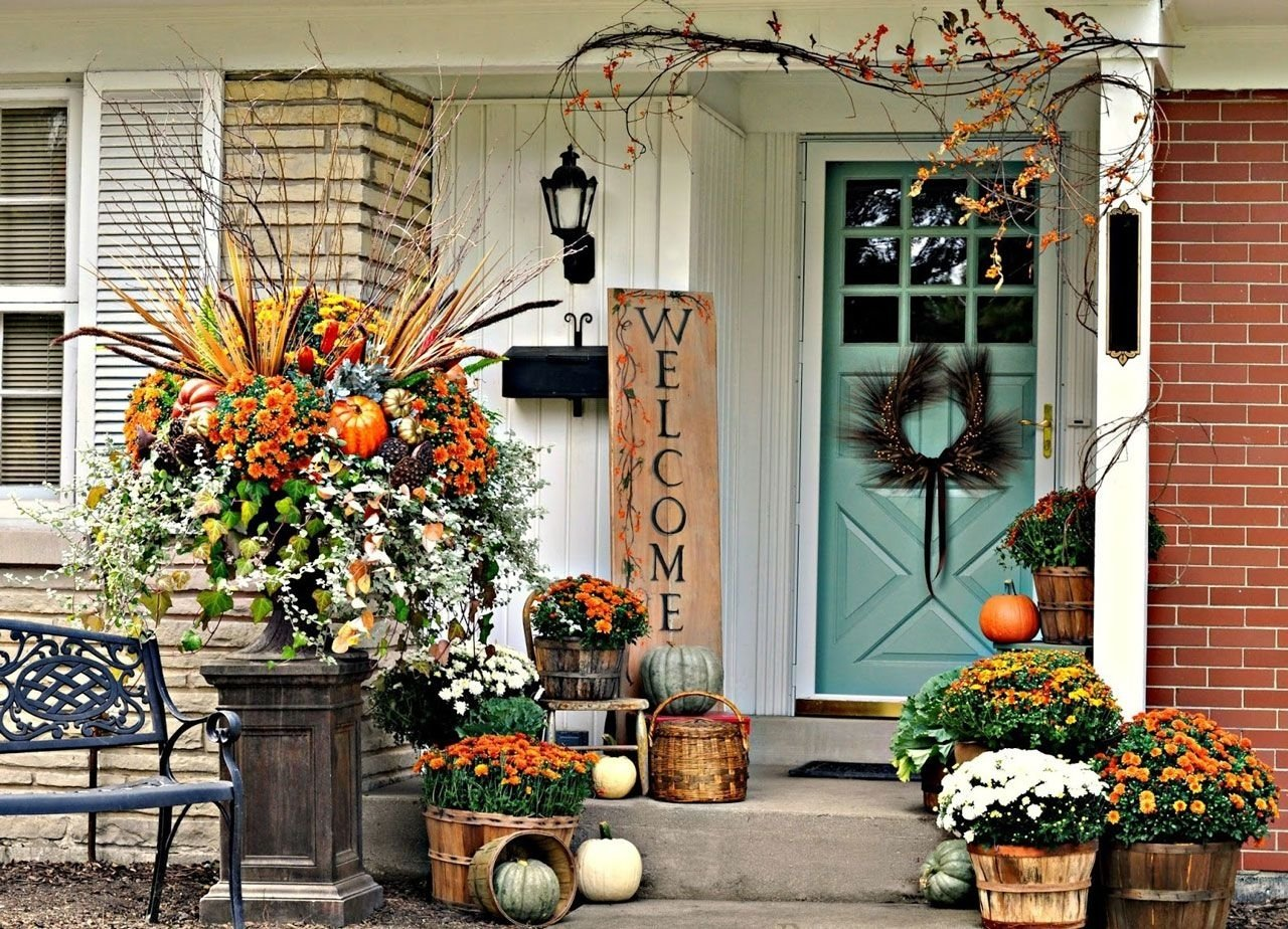 welcome letter art and wood flower pots plus amazing fall front