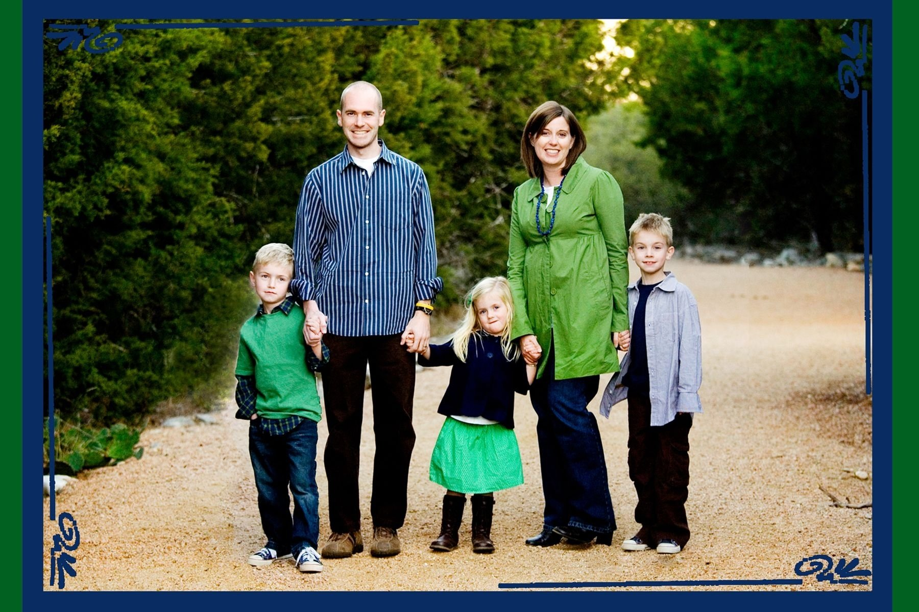 what to wear in family pictures | family pictures, portraits and