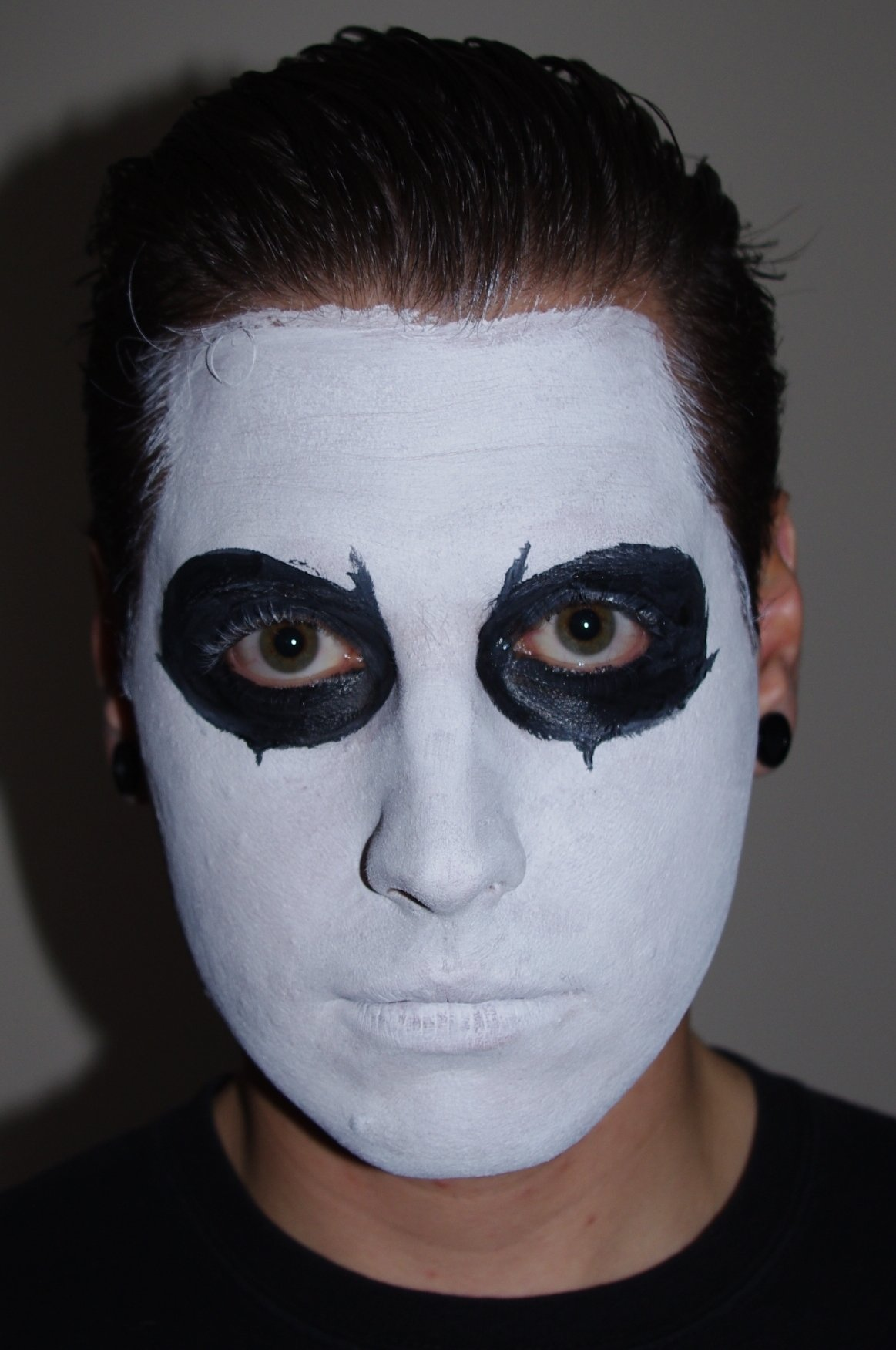 10 Wonderful Black And White Face Paint Ideas For Halloween white face makeup for halloween face makeup ideas 2020