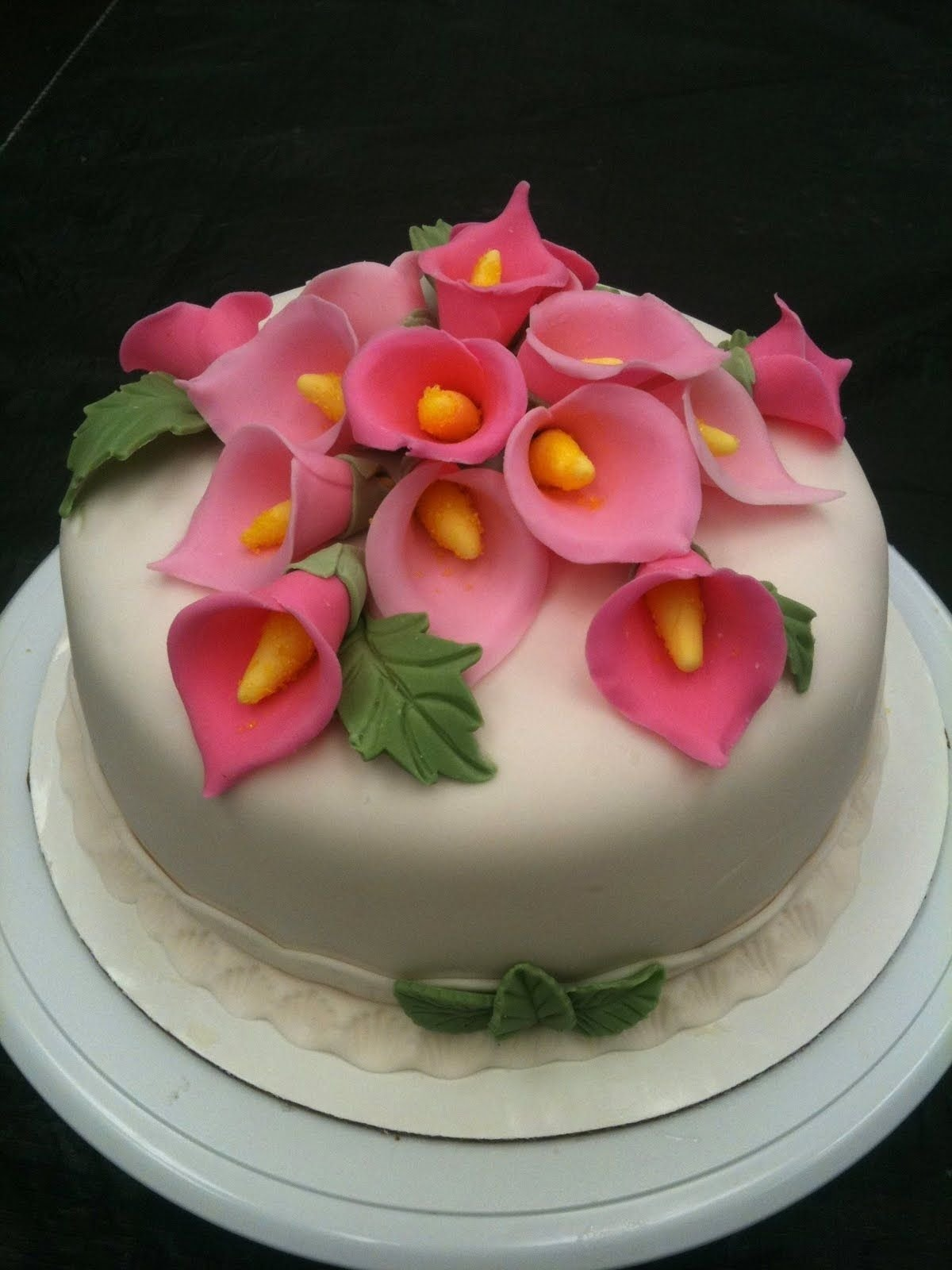 10 Famous Fondant Cake Ideas For Beginners wilton decorating ideas with fondant and gumpaste share to